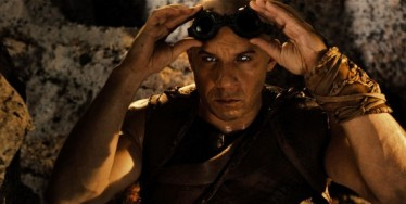 Riddick-Movie-Official-Photo-Vin-Diesel-Goggles-570x288